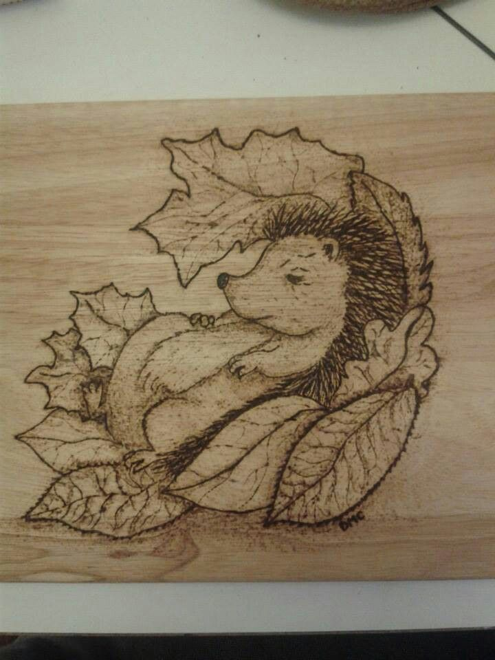 pyrography Hedgehog on a chopping board :)