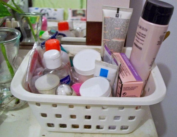 http://www.meudocecastelo.com/2014/08/penteadeira-improvisada-um-cantinho-de.html#more  #penteadeira #makeupcollection