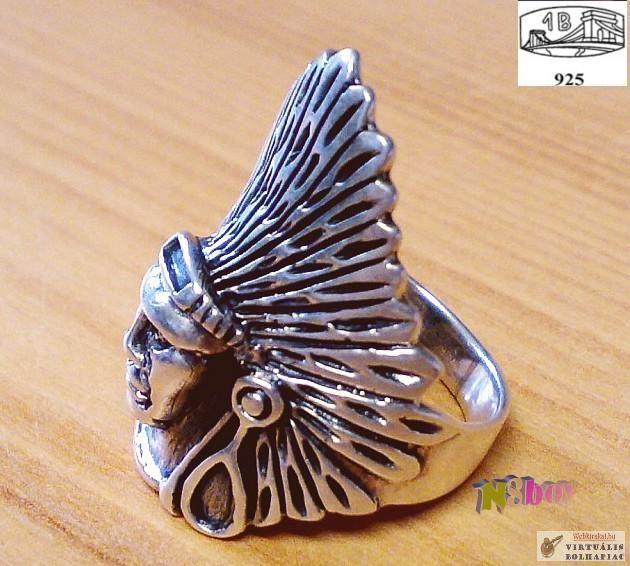 Indiánfejes motorosgyűrű.
