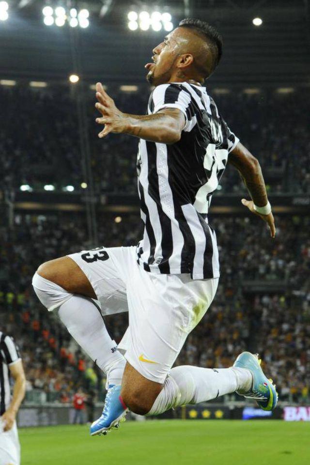Arturo Vidal esulta dopo il gol  Juve -Lazio