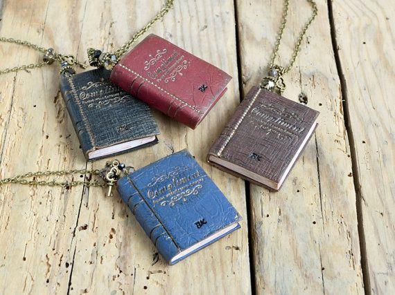 Mini book necklace  Book jewelry Miniature por JewelryByCompliment