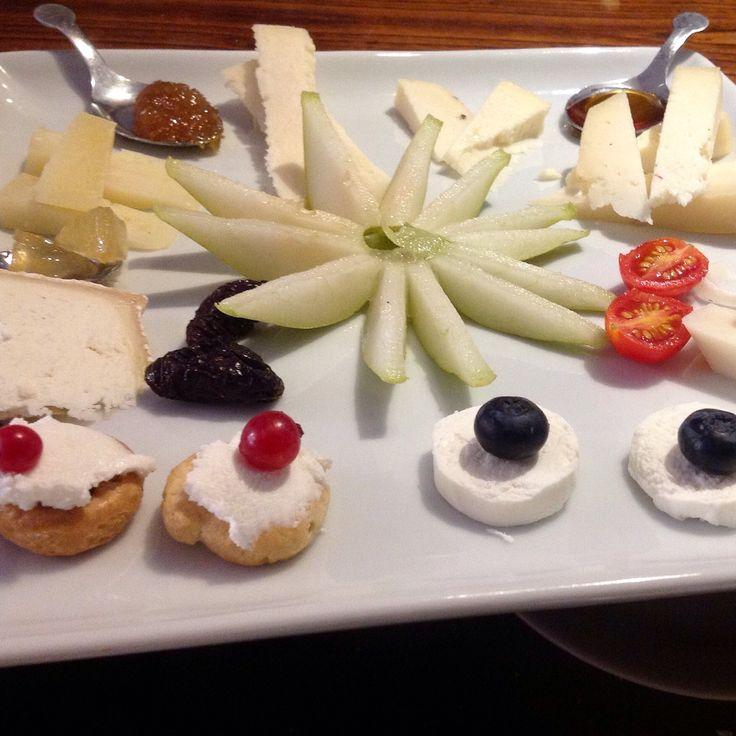 il piatto di formaggi della nostra enoteca a Sovana
