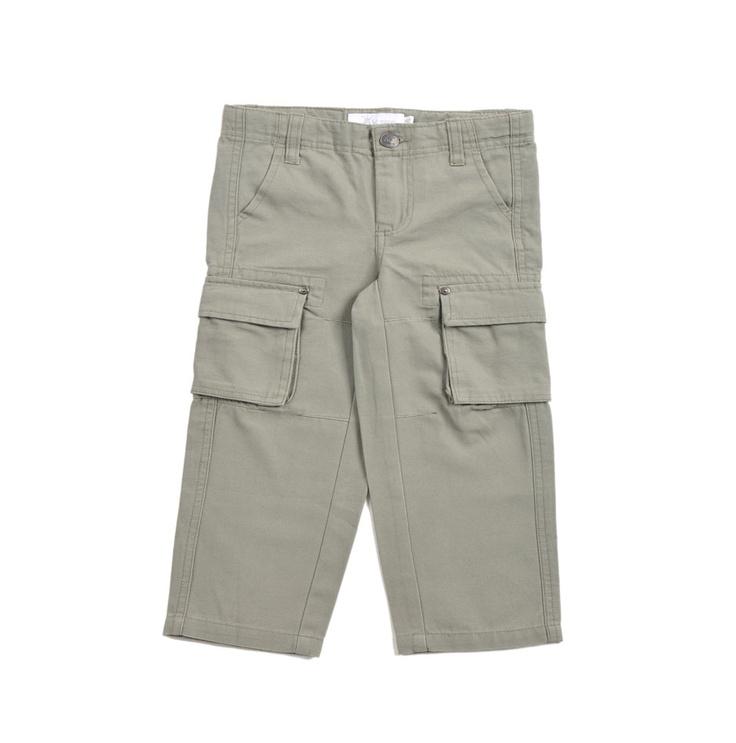 """Pantalón tipo """"Cargo"""" con bolsillos a los lados en color verde olivo confeccionado en """"canvas"""" para niño."""
