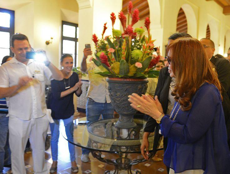 "CFK en Cuba: ""Esta llegada del Papa de hoy y la misa de mañana en la Plaza de la Revolución es un verdadero símbolo"" - http://www.cfkargentina.com/cristina-en-cuba-2/"