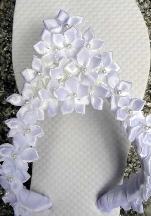chinelo-decorado-com-flores-fita                                                                                                                                                      Mais