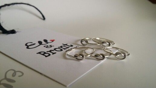 Beautiful knot rings for some bridesmaids