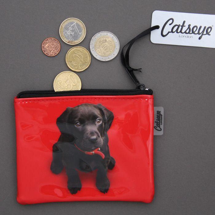 Porte-monnaie chien Labrador Catseye avec une adorable photo de petit chien. Fermeture par zip. Finition soignée. Dimensions : 12 X 10 cm. Création Catseye, marque anglaise de qualité.Idée cadeau. http://www.lilooka.com/dehors/trousses-de-toilette-et-porte-monnaies-enfants/porte-monnaie-chien-labrador-catseye-1.html