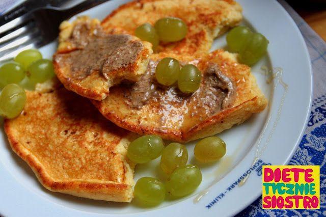 PLACUSZKI Z MĄKĄ KOKOSOWĄ na śniadanie na słodko  Składniki  2 jajka Czubata łyżka mąki kokosowej 4 łyżki dowolnego mleka Pół łyżeczki masła