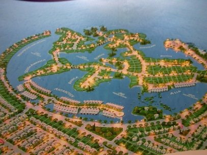 Coastarina    Batam Island will be built artificial islands resembling a map of the world's largest residential defeat in Dubai. Housing on the coast is developed into residential center with seaside atmosphere. Partly derived from the reclamation area. Site plan was designed like a giant lagoon that the center arranged to resemble a miniature map of the world with different continents: Asia, America, Europe, Africa, and Antarctica.