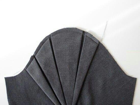 Tucks sleeve detail