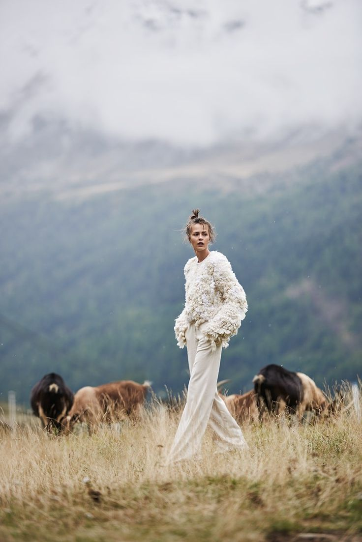 POLAR WHITE moda, On top - Macarena Gea