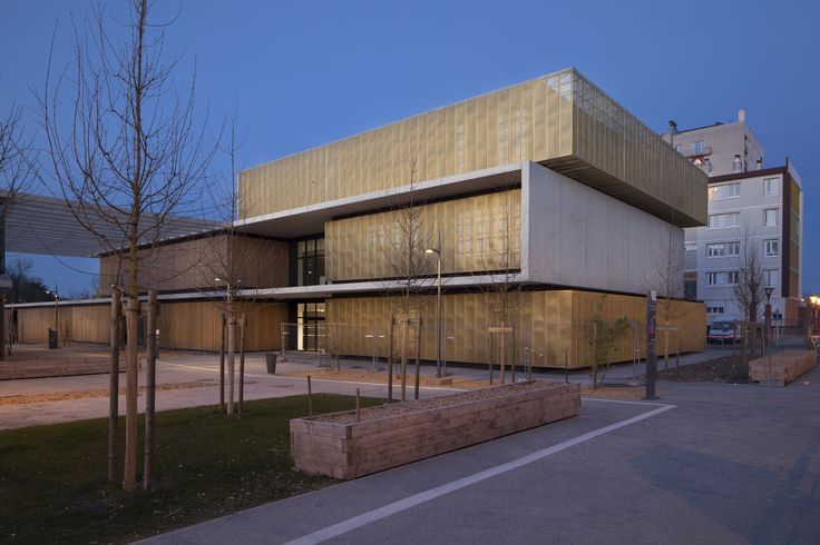 Escola, Centro Cultural e Educacional / Marjan Hessamfar & Joe Vérons Architectes