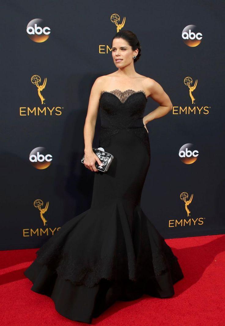 neve campbell EN IMAGES. Emmy Awards 2016 : qui était la plus belle ?