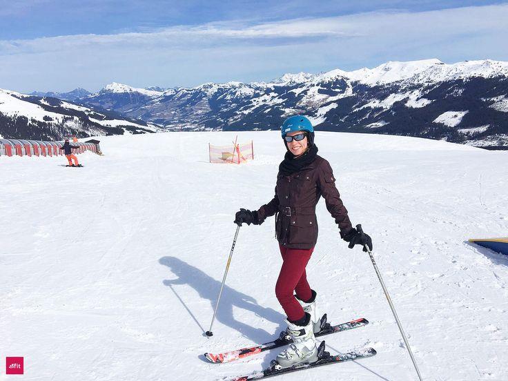 Undhuiiii – heute war ich das erste mal im Kitzbüheler Skigebiet Skifahren. Das Motto lautete:Abfahrt!  Wir hatten das mega Wetter. Sonne, nicht zu kalt – einfach herrlich. Unsere Ferienwohnung ist gleich um die Ecke. Wir wohnen im Schloss Mittersill. Es ist einfach wunderschön hier. Fotos und der Bericht sind online