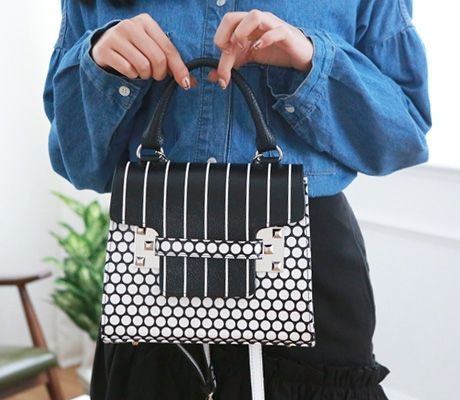 Loveliness of the female clothing shop. [Whitefox] As fate BAG / Size : FREE / Price : 58.46 USD #korea #fashion #style #fashionshop #apperal #koreashop #ootd #whitefox #bag #dailybag #totebag