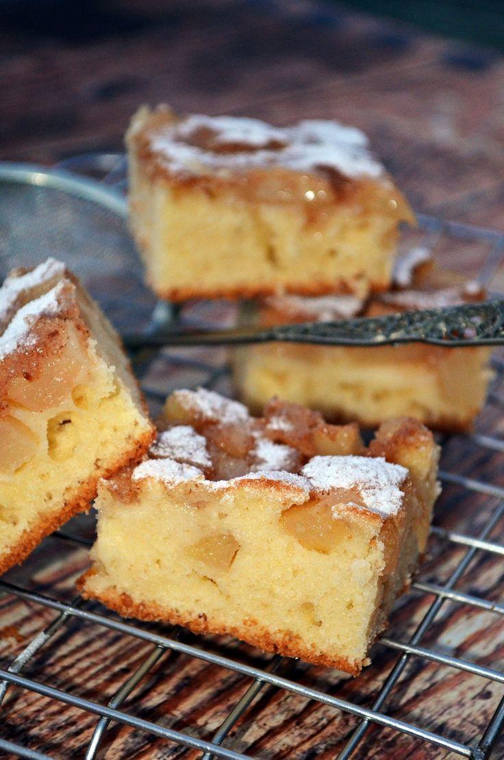Mennyeien puha sütemény körtével és egy leheletnyi grízes kéreggel...
