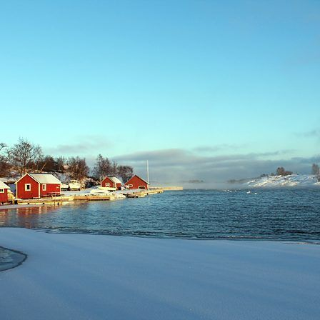 Wintry smallboat harbour of Seglinge in the archipelago of Åland Islands. Seafog on the horizon. From last winter. #discoverarchipelago #archipelago #island #sea #fog #winter #harbour #boat #aland #viewoftheday #photooftheday #bbctravel #joeredtravel #lonelyplanet #briskoutdoors #discoverearth #natureaddict #optoutside #passionpassport #exploringtheglobe #welltravelled #outside #huffpostgram #wilderness #finnishnature #finland #visitaland