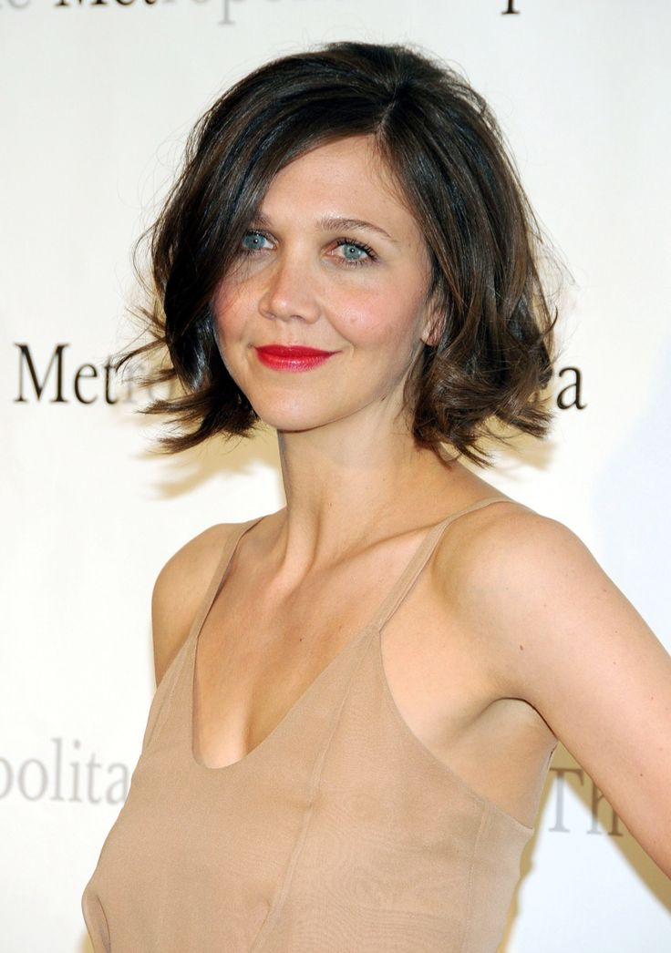 Maggie Gyllenhaal wears a short bob hairstyle with messy waves. Photo: Shutterstock.com
