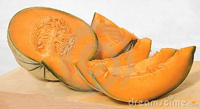 Cantaloupe slices