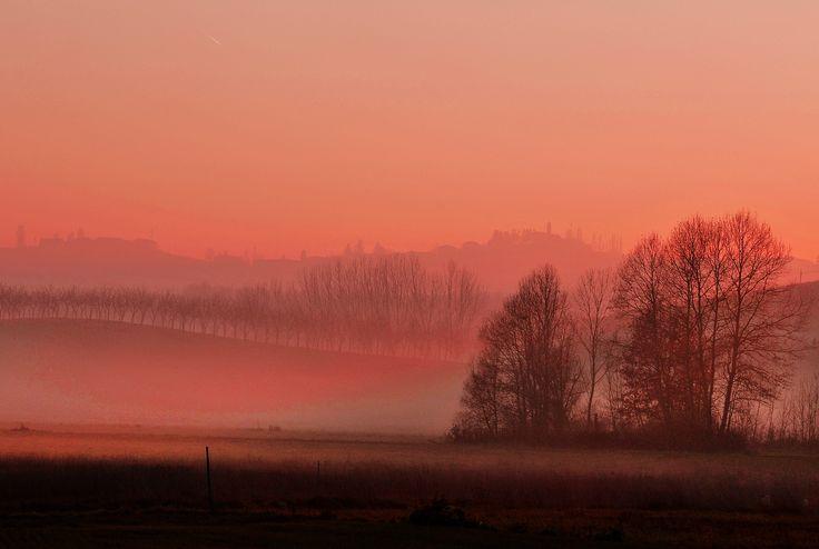 Night is coming over #Monferrato hills. A #romantic #sunset from #Casalborgone. Monferrato: discover it. L'ultimo sole del giorno lascia il posto alla sera sui colli del #Monferrato. Un #romantico #tramonto da #Casalborgone. Il Monferrato: un luogo da scoprire.