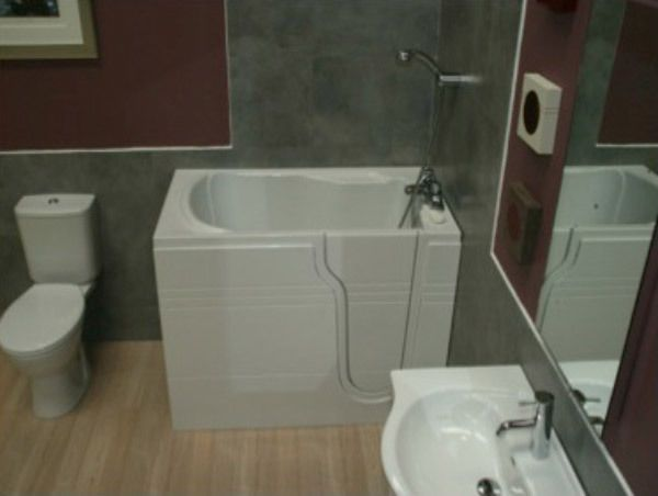 The Athena Walk In Bath With Integral Seat & Door FREE Fitted 7 Colour Light