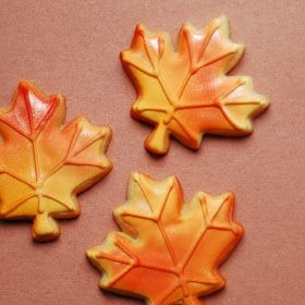 Leaf Cookies Decorated with Wilton Color Mist and Pearl Dust - definitely want to try the wilton color mist on fall leaf cookies