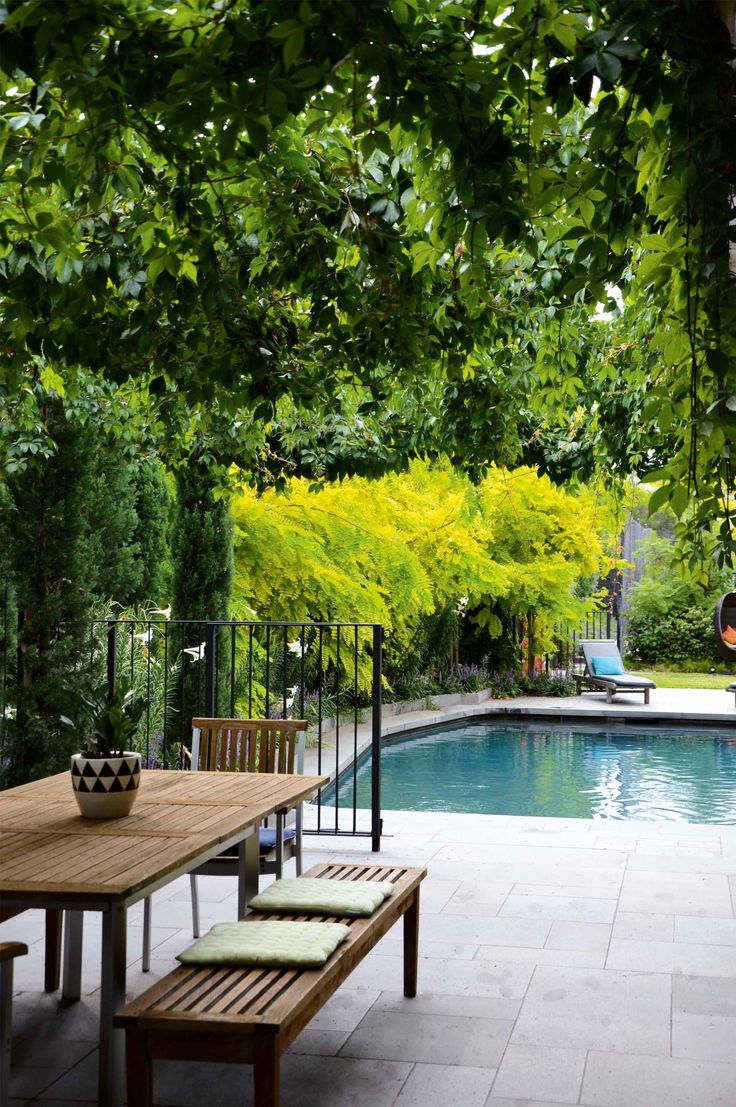 A tranquil garden design in the inner-city. Photography by Priya Schuback.