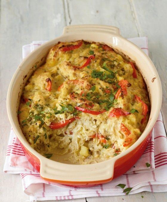 Ein Winter-Sattmacher: Kartoffeln, Sauerkraut, Paprika und Crème fraîche schichten wir in eine Auflaufform und freuen uns auf einen heißen Veggi-Schmaus.