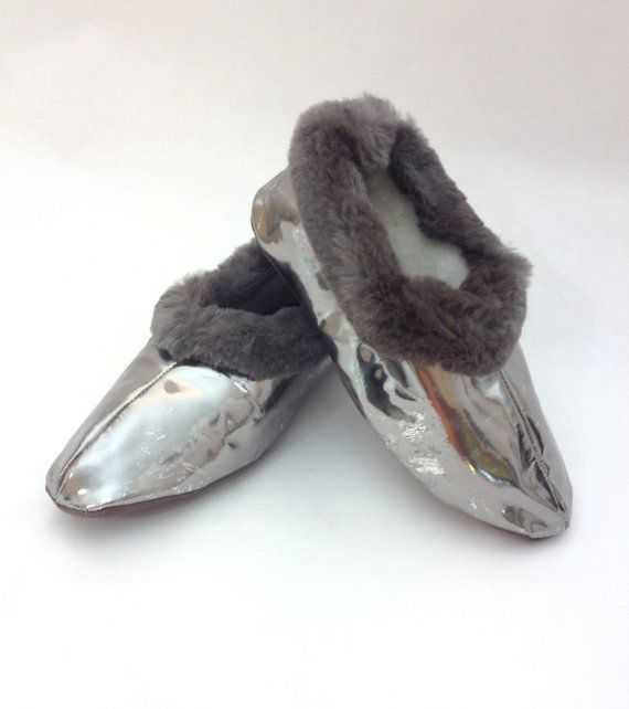Genuine shearling slippers for women. by BeFur on Etsy, €21.00