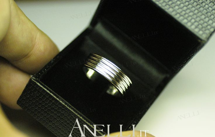 #Fede in #Platino a fascia larga.. www.anelli.it - info@anelli.it - +390637515305 - #fedi #anelliplatino #fediplatino #gioielli #anelli #diamanti