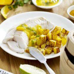 Knusprige Curry-kartoffelwürfel mit Koriandersalsa