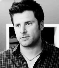 Because every self-respecting Psych lover should have at least one gif of THE smile.
