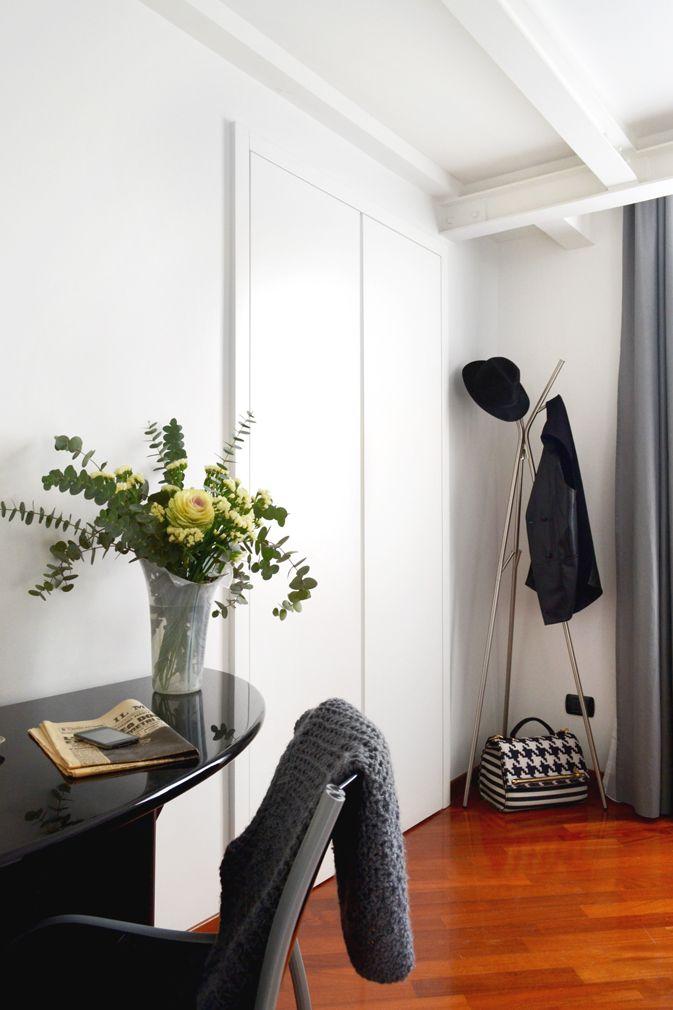 Guestroom_interior_parquet_flowers