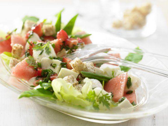 Melonen-Mozzarella-Salat mit fruchtigem Dressing #wassermelone #mozzarelle #salat #dressing #salad #gesund #healthy