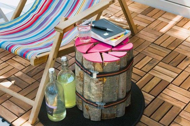 Gut gegürtet - Beistelltisch aus Holzscheiten und Filz für den Balkon/Garten