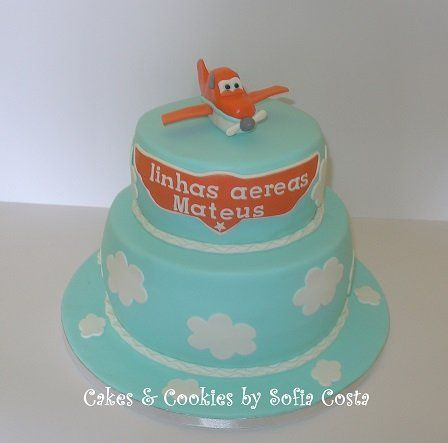 Clouds and planes - by Sofia Costa (Cakes & Cookies by Sofia Costa) @ CakesDecor.com - cake decorating website