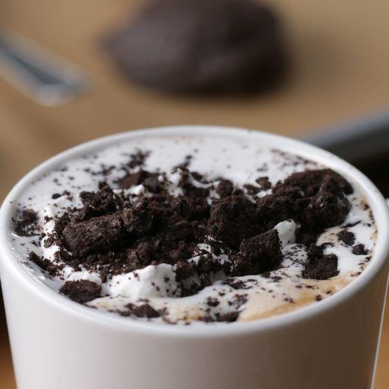 Chocolate quente de Oreo. | 12 receitas que são presentes de Dia dos Namorados em forma de comida