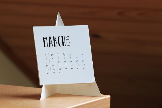https://www.etsy.com/jp/listing/212271404/2015-printable-desk-calendar-instant?ref=market