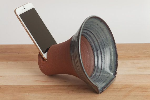 ClayAmp, iPhone docking station, stoneware docking station, ceramics and pottery, speakers, office, dock, gramophone, iPhone accessory