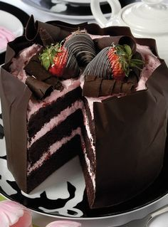 Bolo de Mousse de Chocolate e Morango.