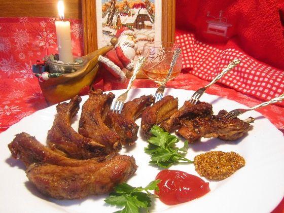 Если у вас нет возможности воспользоваться духовкой или мультиваркой, свиные ребрышки можно приготовить и обычным способом - пожарить и потушить. Предлагаем самый простой рецепт приготовления свиных ребрышек!