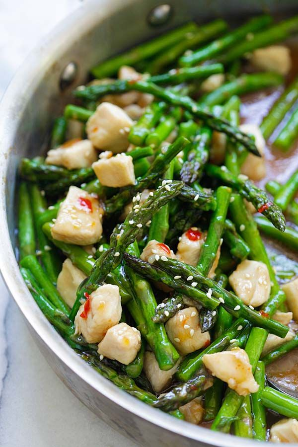Chicken and Asparagus - healthy asparagus chicken stir-fry with a savory brown sauce and sweet chili sauce. Dinner is ready in 15 mins | rasamalaysia.com