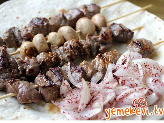 Çöp Şiş #turkishcuisine #meat #evdeçöpşiş  www.yemekevi.tv www.facebook.com/YemekeviTV www.twitter.com/yemekevitv www.instagram.com/fatosunyemekevi