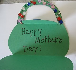 Mother's Day Craft. For more Mother's Day pins visit Clever Classroom's Mother's Day Craft board - http://pinterest.com/cleverclassroom/mother-s-day-craft/