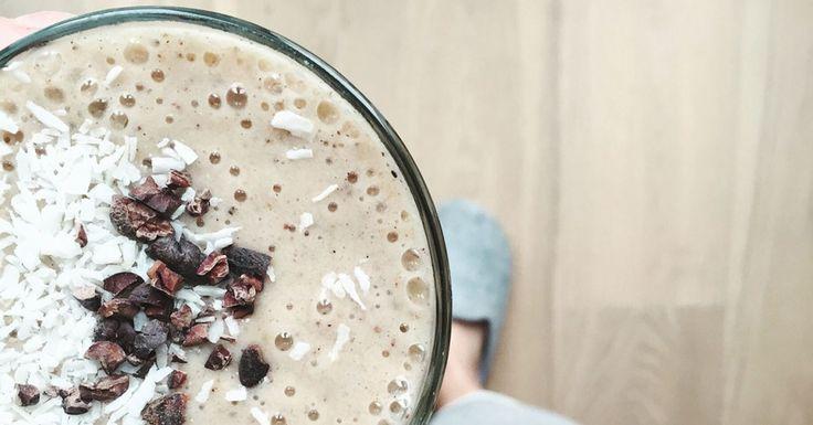 Pour le réaliser il faut: 2 bananes congelées, une tasse de lait végétal, 2 c.s de poudre de cacao brut, 6 dattes dénoyautées et hop dans le mixer !