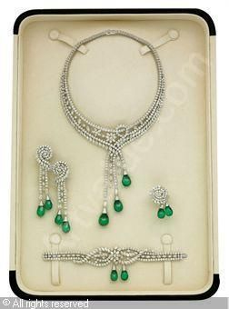 Emeralds and diamonds: Necklace, Earrings, Brooch and Bracelet, 1860