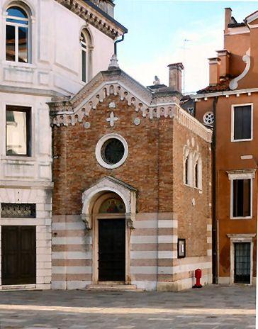 Campo San Vio, sembra una chiesa ma ora e' un prestigioso appartamento di un famoso stilista!