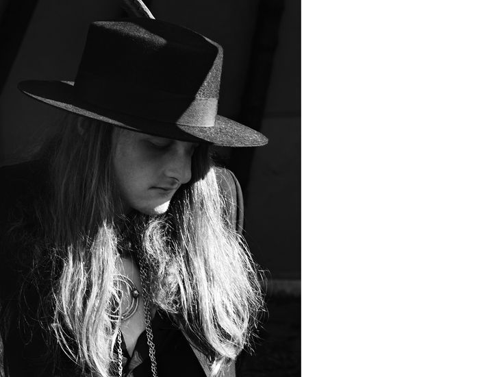 SAINT LAURENT FEATHERED HAT IN BLACK FELTED RABBIT FUR