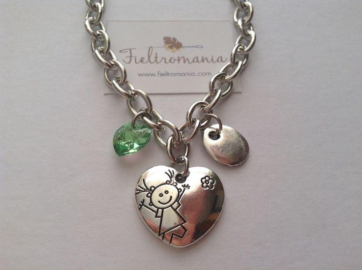 Colgante Corazón Niña Colgante Medalla Corazón Niña (22 x 20 mm) con colgante plano bañado en plata y corazón de cristal Swarovski a elegir en color rosa, verde o ámbar.