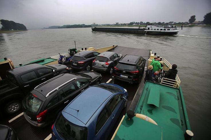 Die Fähre transportiert pro Tag durchschnittlich 800 Fahrgäste, 350 Autos, 20…